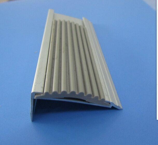 在桥梁建设中常常使用到的几种伸缩缝类型